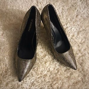 Size 8 Le Chateau gold heels